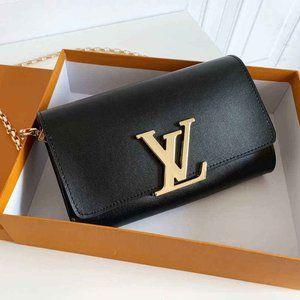 New L💟V women's Black Shoulder Bag m94336
